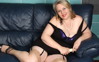 This big horny mature slut knows how to please herself