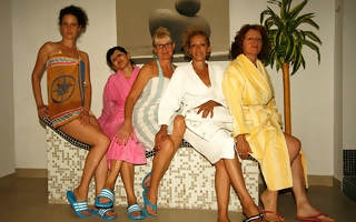 Naked mature women smug coupled with unwinding