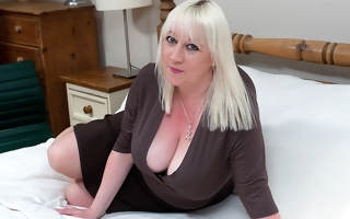 Big breasted mature floozy going dissolute