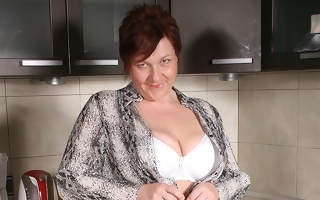 Big breasted grown up floozy playing involving her kitchen