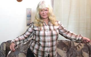 This big blonde mature slut loves pleasing herself