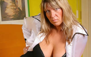 Big titted mature Tracy gets herself grungy