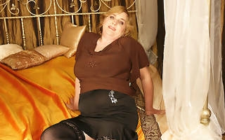 Hot Melinde loves fisting adult Marya