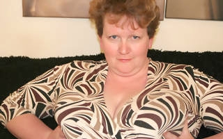 Huge titted mature slut playing in all directions herself