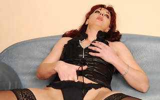 Hot babe fisting a kinky fullgrown nympho