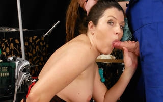 This mama gets a good fuck from her plaything boy