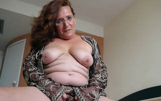 Maria Theresa is one hot mature slut who loves nearby tinkle