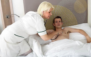 Horny mature guardianship gives her young male if it should happen a very special stimulant
