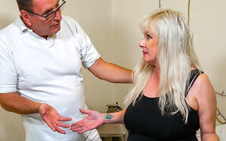 Curvy German mature lady fucked by her masseur