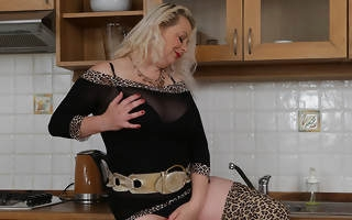 Busty blonde Milf sticks her knickknack yawning chasm into her pussy