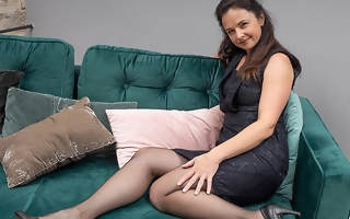 Horny housewife rips her pantyhose and fucks herself with her trinket