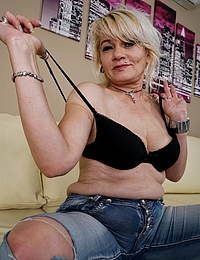 This naughty mature cougar knows how to please herself