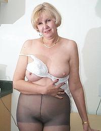 Flirty hottie gets cum load on her face gulping all the sper