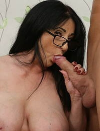 Small MILF fucking a very tall guy