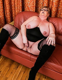 This big mama loves playing with her pussy on the couch