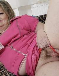 Curvy housewife playing with herself