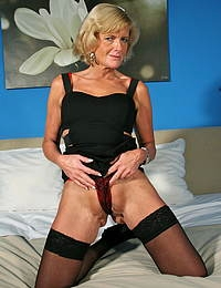 This horny Belgium housewife loves to play alone
