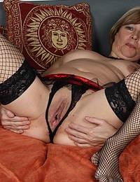 Horny mature slut getting dirty