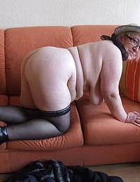 Big mama playing with herself on the couch